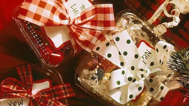 10 Inexpensive & Meaningful Christmas Gifts Under $25.00